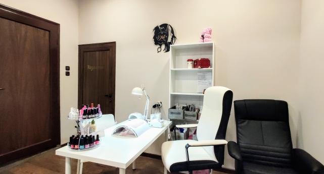 J-Art Beauty Studio 12