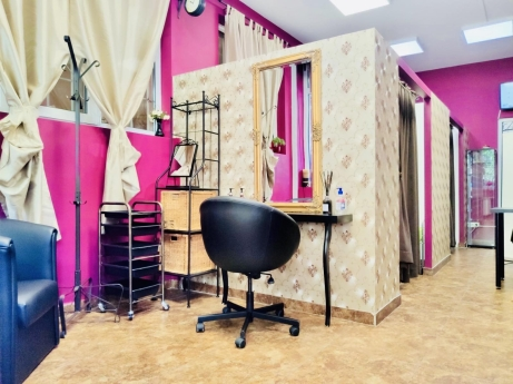 Crazy Girls Beauty Studio 3